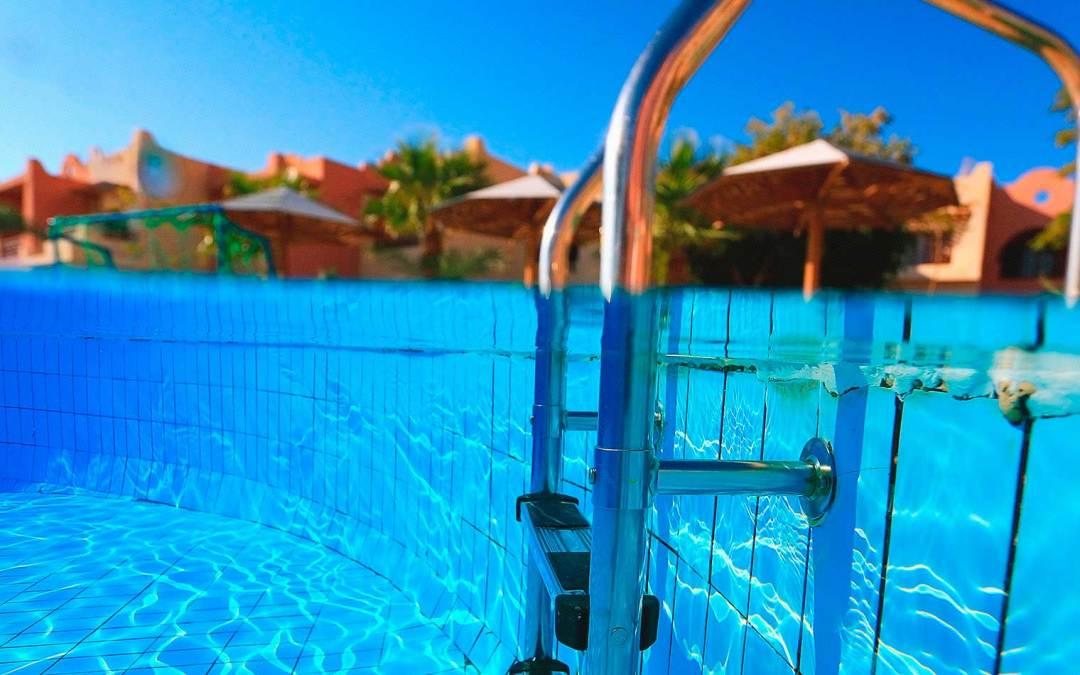 ¿Qué hay que considerar antes de comprar una piscina o un jacuzzi?