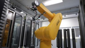 Drug screening-High throughput robot
