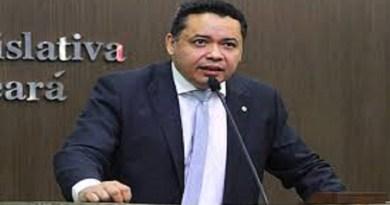 Deputado Tony Brito toma posse na Assembleia Legislativa ocupando a vaga de Vitor Valim, eleito prefeito de Caucaia