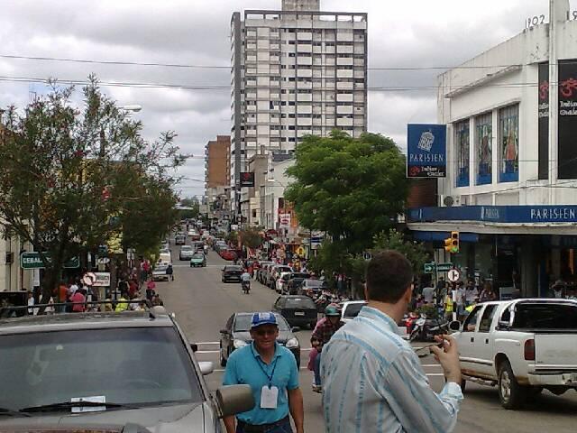 Calle Sarandi em Rivera, vista do Brasil.