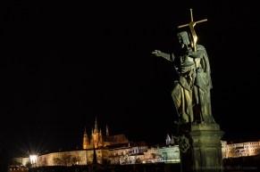 Statua di San Giovanni Battista su Ponte Carlo