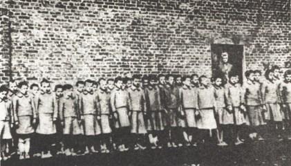 polish_children_in_nazi-german_labor_camp_in_dzierzazna