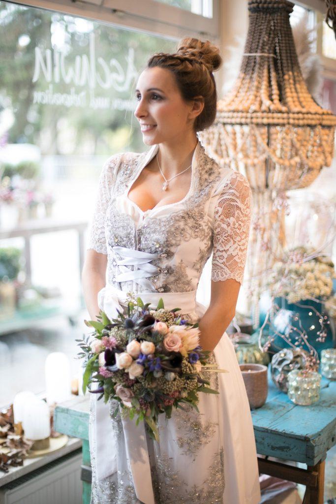 Edles Brautdirndl Zur Hochzeit In Rosa Festliches