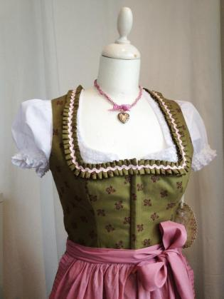 Nostalgisches Khaki-Altrosa Dirndl, Sandtwerk
