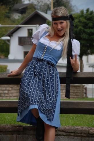Trachten Outlet Original Salzburger – Dirndl hellblau