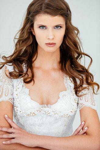 Ophelia Blaimer Hochzeitsdirndl White Magnolia. Fotograf Ivan Tonev