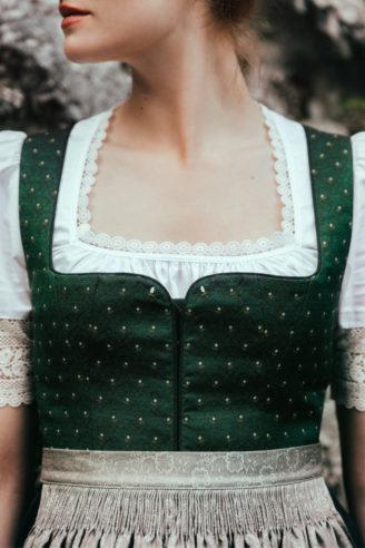 Lena Hoschek Winterdirndl grün mit grauer Schürze