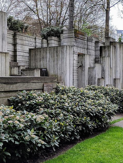 1920px-Freeway_Park_Seattle