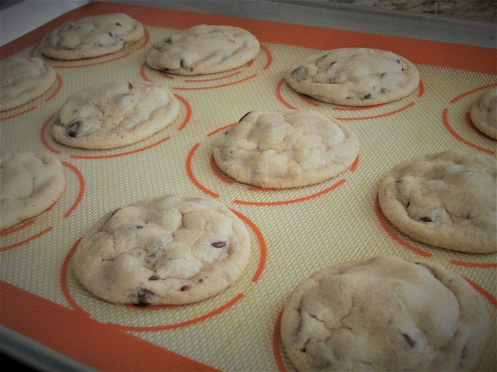 chocolate chip cookies, chocolate, chewy cookies, best cookies, cookie recipe, chocolate chip cookie recipe, best cookie recipe, baking, baking blog, food, foodie, dirty dishes messy kisses, lds mom, lds blogger,