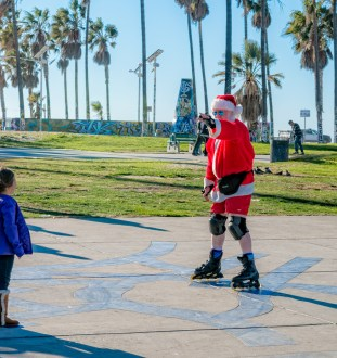 santa claus on rollerblades in Venice CA