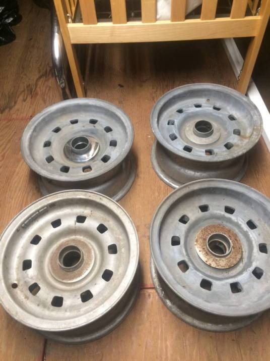 dirtyoldcars.com ferrari 330GTC Wheels 6