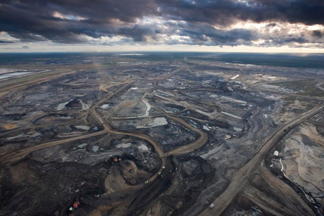 Syncrude Aurora Oil Sands Mine, north of Fort McMurray, Canada. Photo by Peter Essick National Geographic.