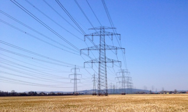 Power lines leading from the shared turbines in the coal-fired power plant to the transfer station. Photo: author 2015. Author's photo.