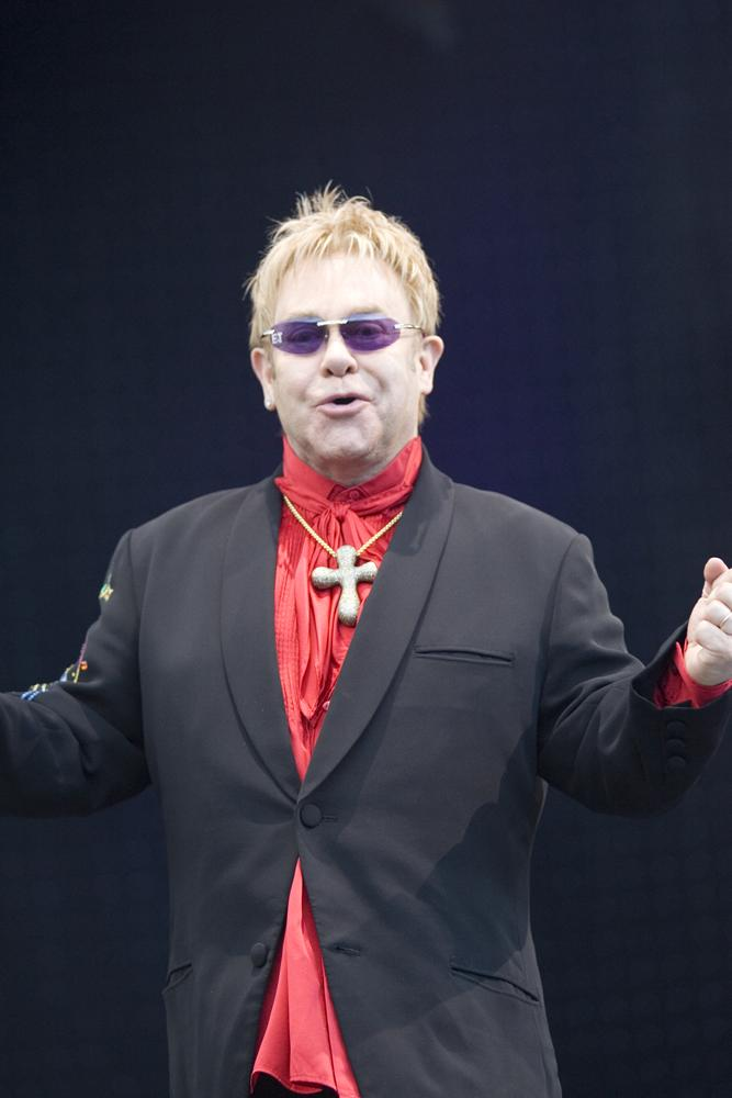 Elton-John-wearing-cross