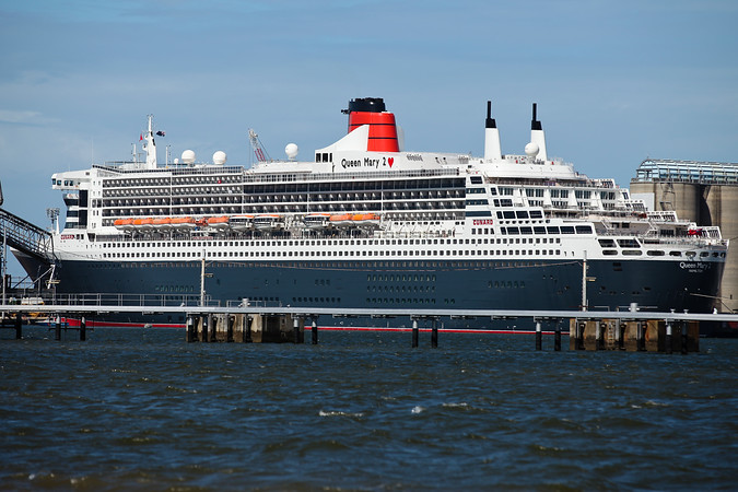 The Queen Mary II and Sun Princess Ships visit Brisbane on the same day; Luggage Point