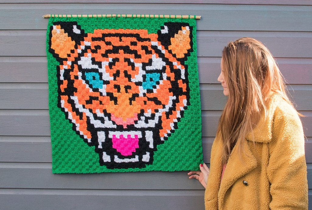 giant tiger crocheted wall hanging using corner to corner stitch