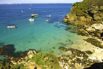 The cove of Poulziorec, also known as Tahiti Beach, Discover Groix