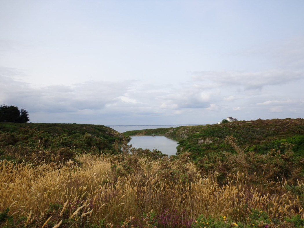 Freshwater reserve towering the beach. At the very end, the dam. Discover Groix