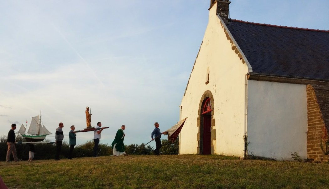 A procession on an August evening, Quelhuit Chapel, Discover Groix