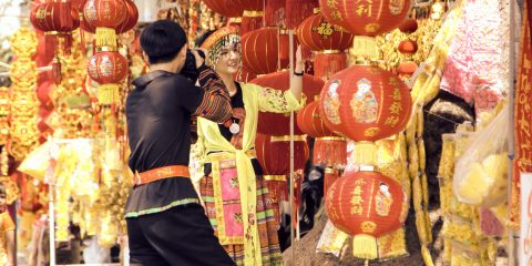 Tet-lanterns-traditional-costumes