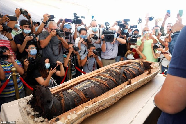 Egypt:- Newly discovered ancient Egyptian sarcophagus is opened for the FIRST time in 2,500
