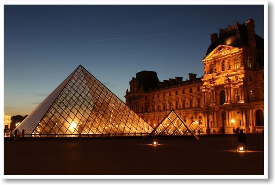 Louvre Museum at Night: Paris France - French Museum