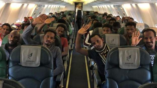 Migrants willingly board to Rwanda