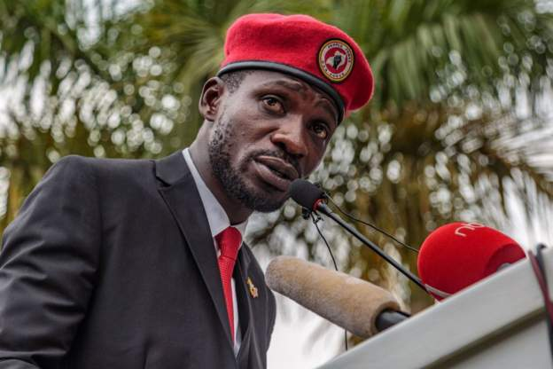 """Bobi Wine and his supporters wear a red beret as a """"symbol of resistance"""""""