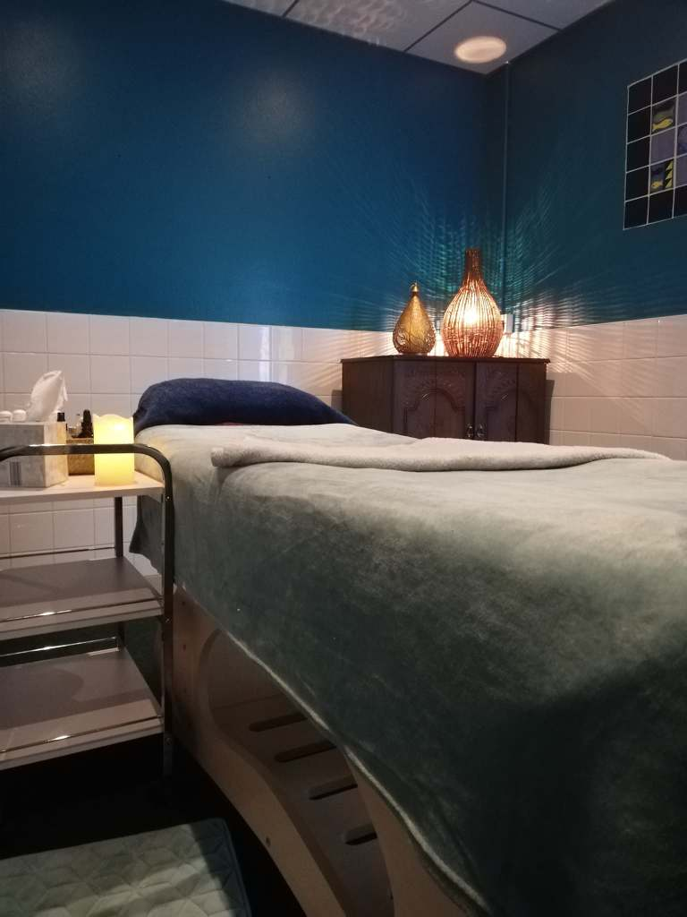 picture shows one of the massage tables at Bundoran Seaweed Baths