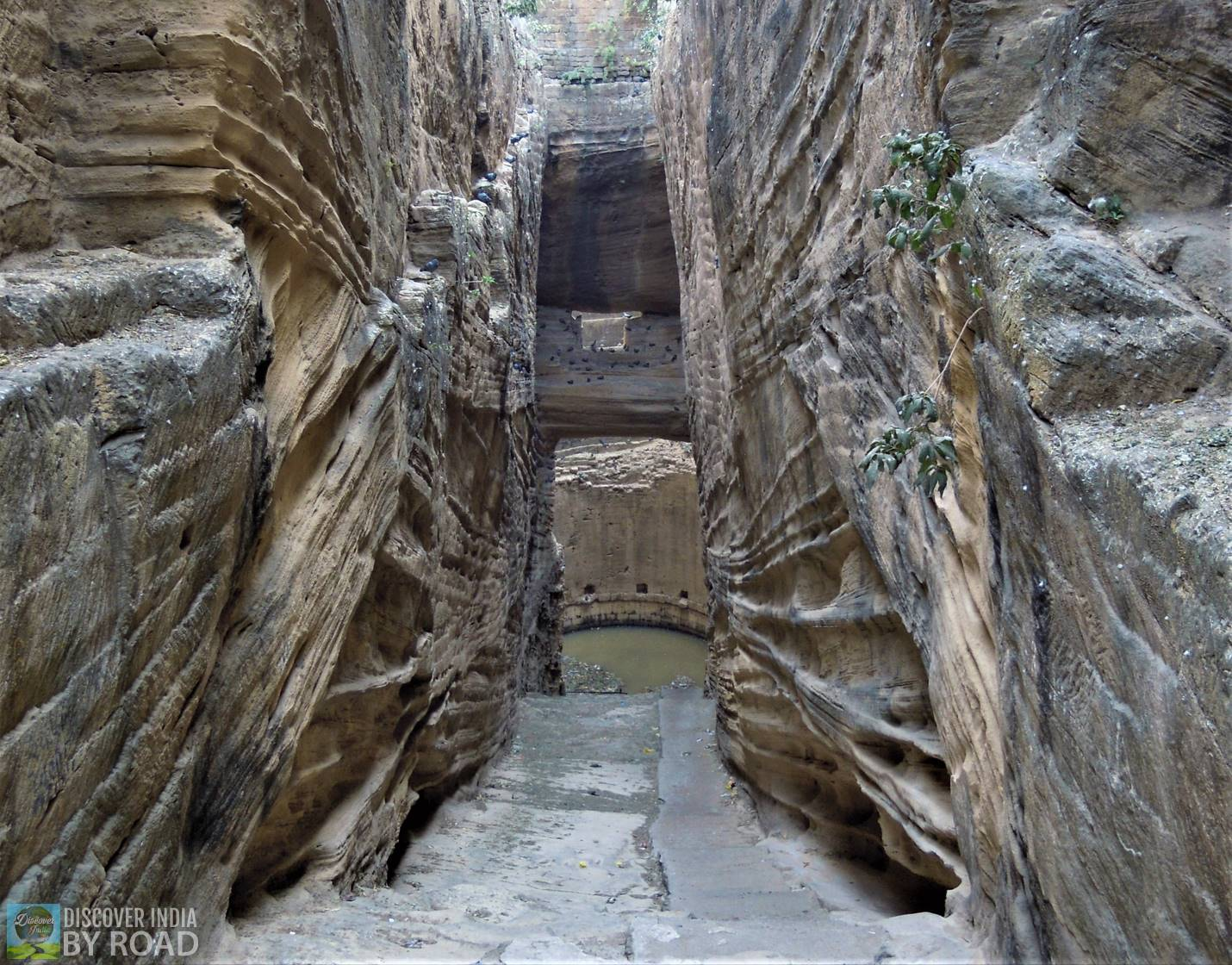 Way to Adi-kadi ni Vav at Uperkot fort