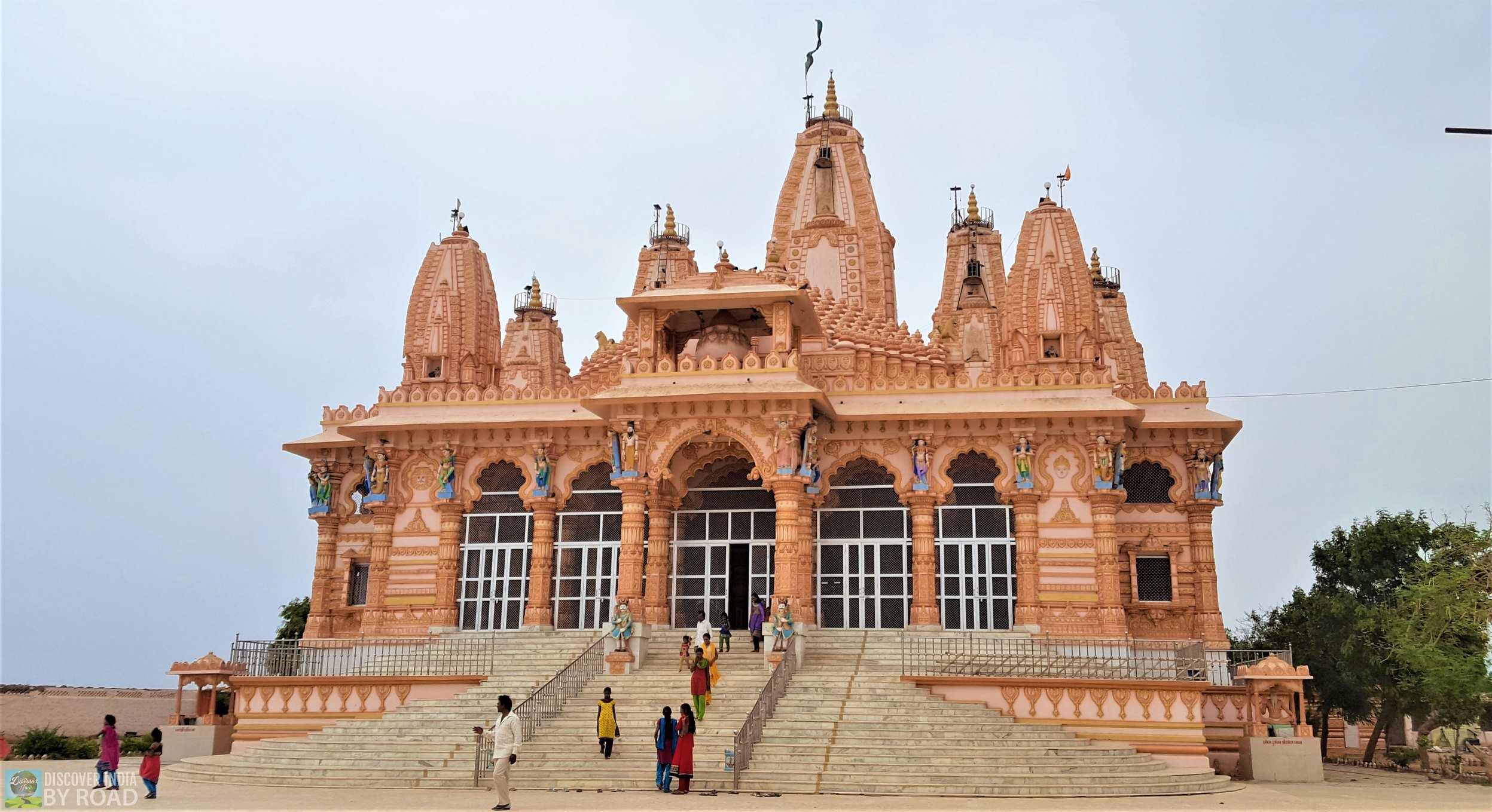 front view of Nakalank Gurudham Mandir at Halvad, Gujarat
