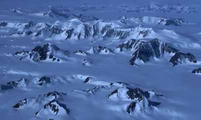 Peaks in glacier - Discovering Antarctica