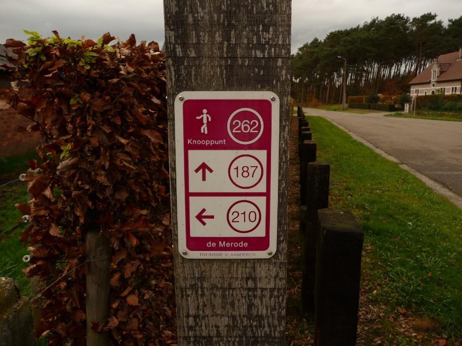 walking-network-signpost-langdorp
