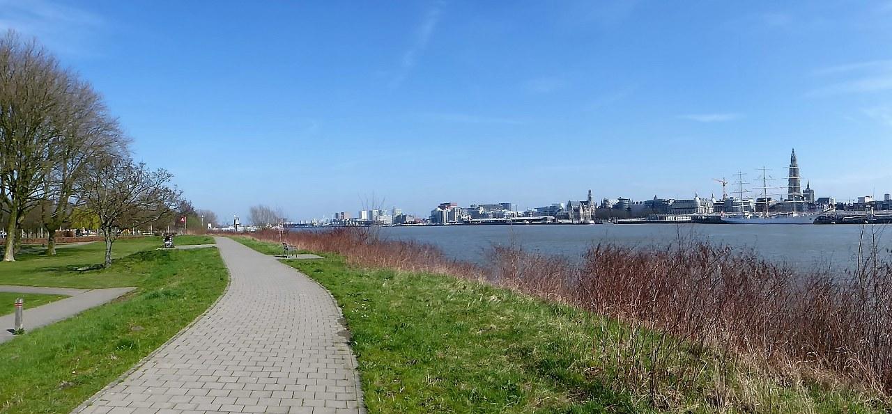 Walking along the River Schelde