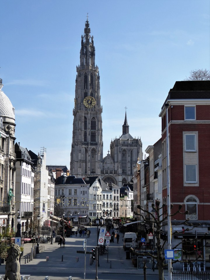 Antwerp historic city centre walking route