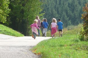 12 Ideas for a Fun Country Walk for children