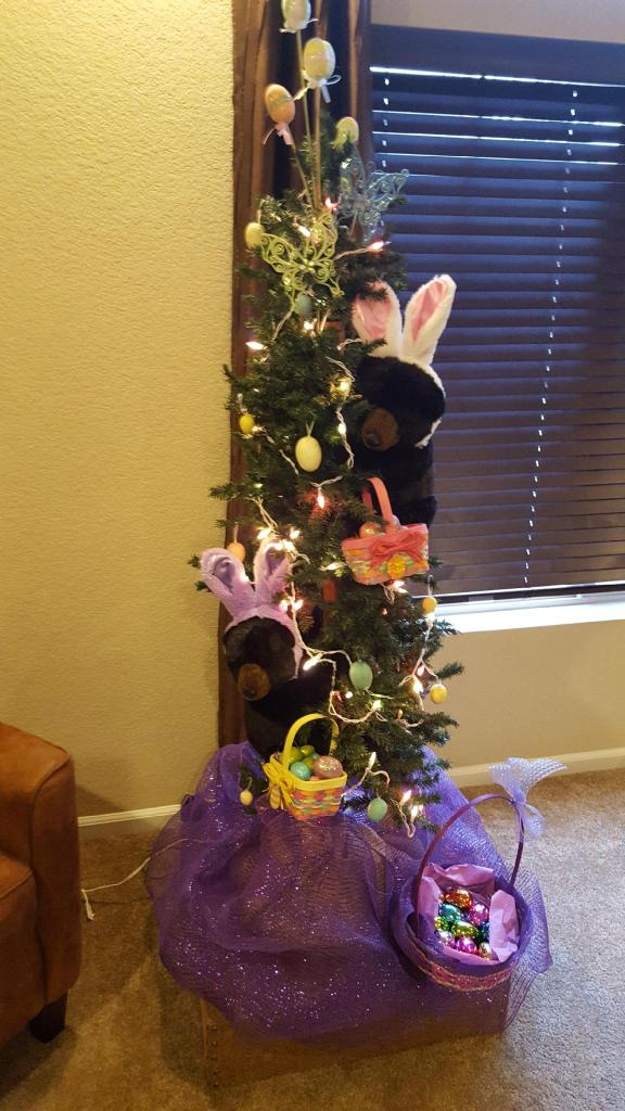 Evergreen Easter bears Easter tree