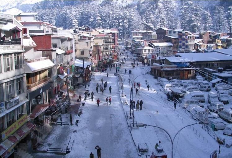 mall road of manali after snowfall