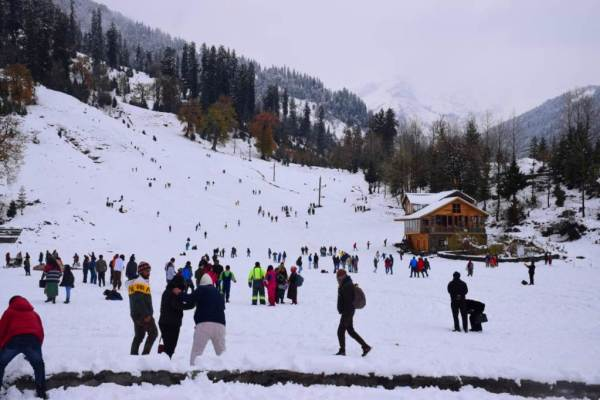 Tourists enjoy snow at Solang valley
