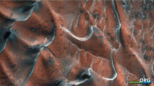 Gigantic sand dunes on Mars are enthralling