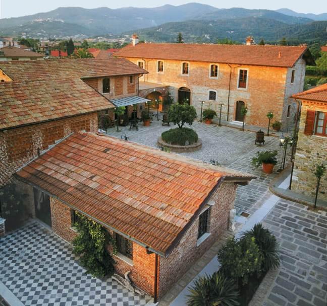 The 18th-century farmhouse & courtyard at Ca Lunae Winery, Liguria