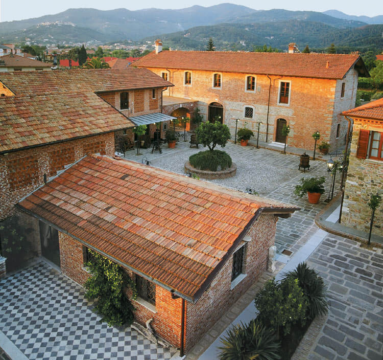 The 18th-century farmhouse & courtyard at Ca Lunae Winery, Liguria
