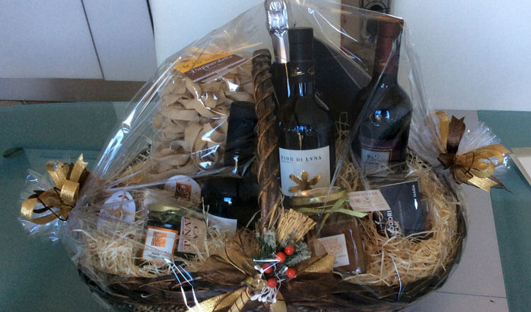 A beautiful Christmas hamper donated by the Ca' Lunae Winery. It will be raffled at the Charity Bazaar!