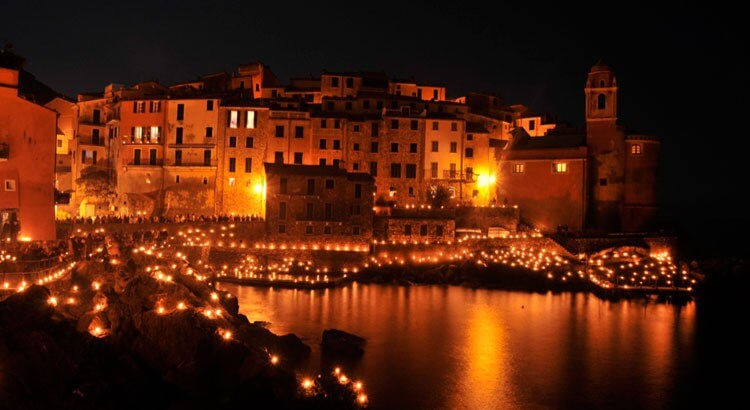 Tellaro, Liguria: Christmas lights