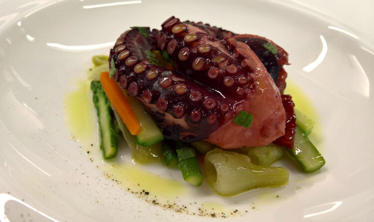 Summer Recipes - Steamed tentacles with vegetables and organic lemon juice