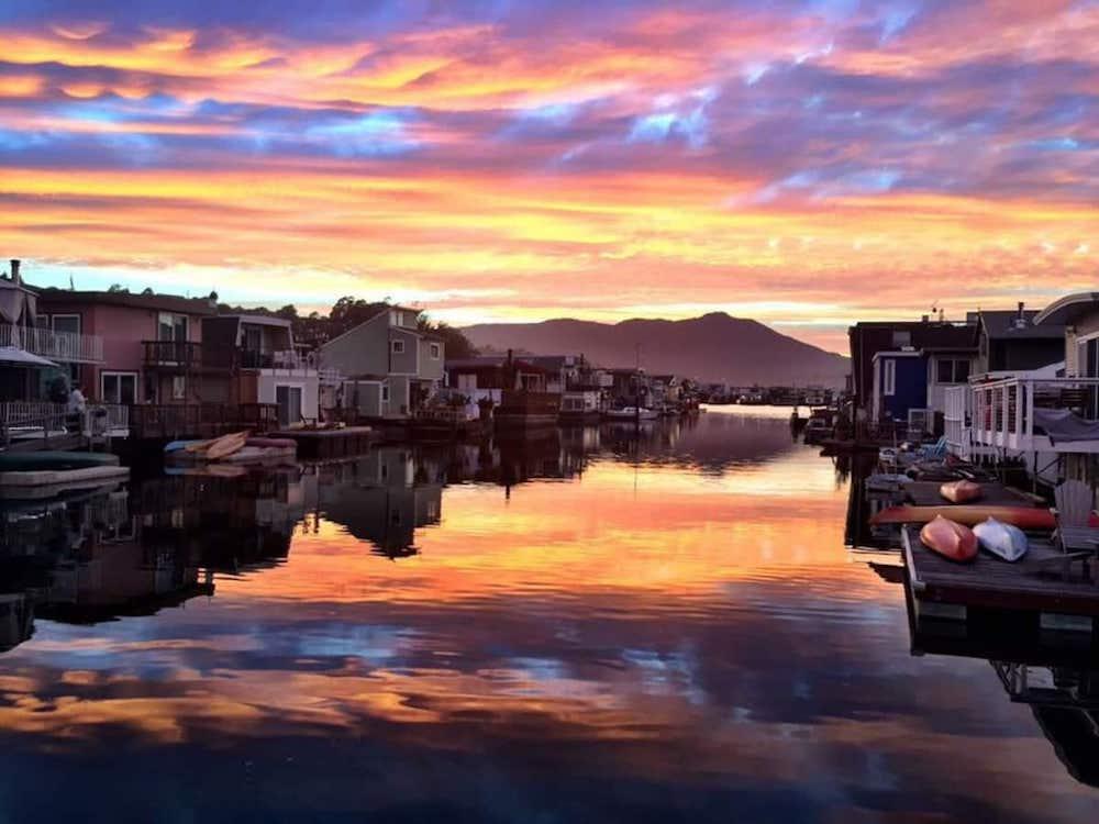 Sausalito Houseboats - Blue Pirate View