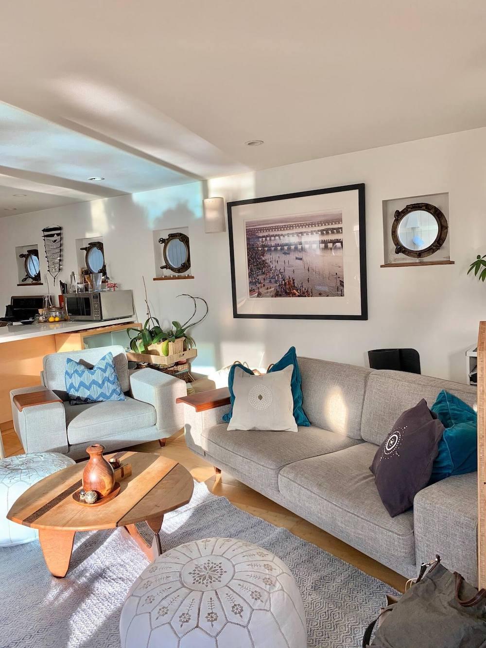 Sausalito Houseboats - Blue Pirate Living Room