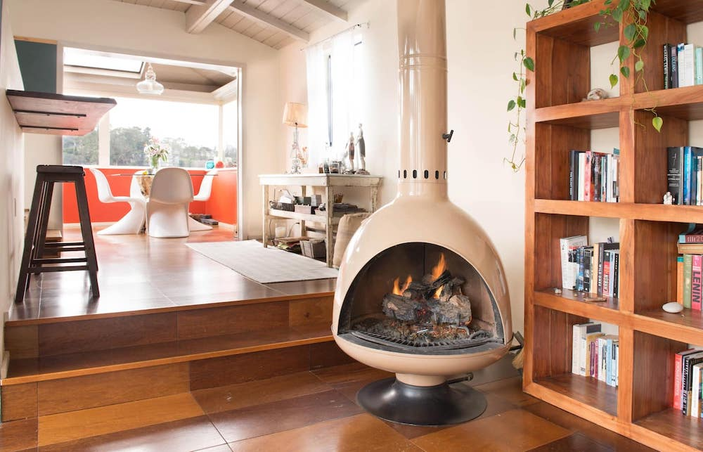 Sausalito Houseboats - TOBIKO Fireplace