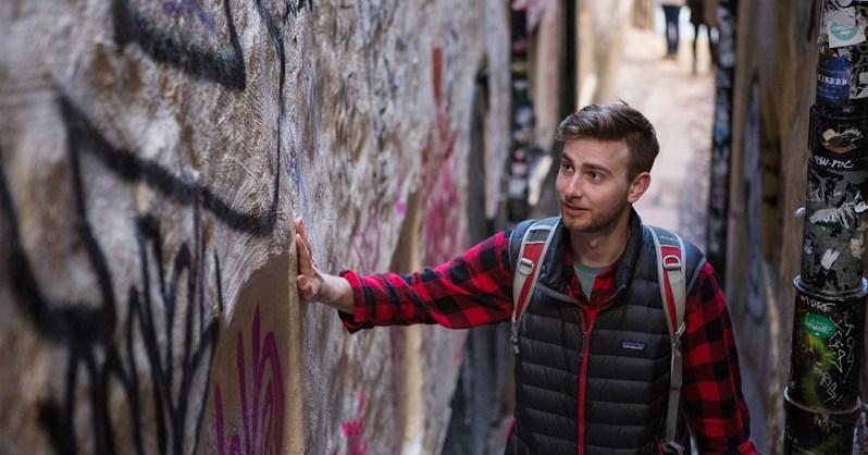 Gamla-Stan-Neighborhood-Guide-Alley-Exploration