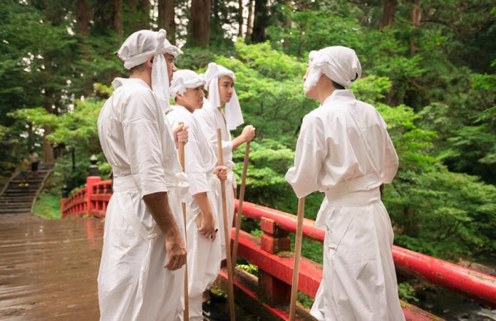 White costume rental is helping you absorb the power of nature